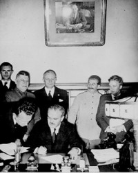 Molotov–Ribbentrop_pact
