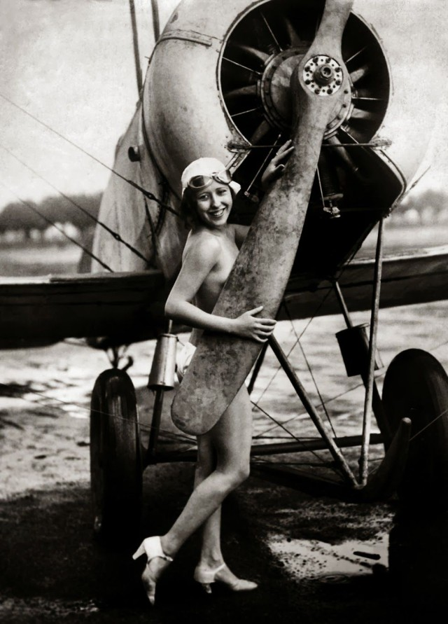 Encarnita-Alcaraz-bailarina-española-en-los-años-veinte-Madrid-1925.-JOSE-DIAS-CASARIEGO
